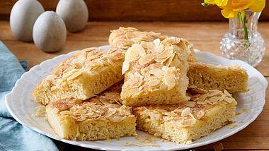 Mit unserem Rezept wird dein Butterkuchen genau wie der für von deiner Oma. - Foto: House of Food / Bauer Food Experts KG