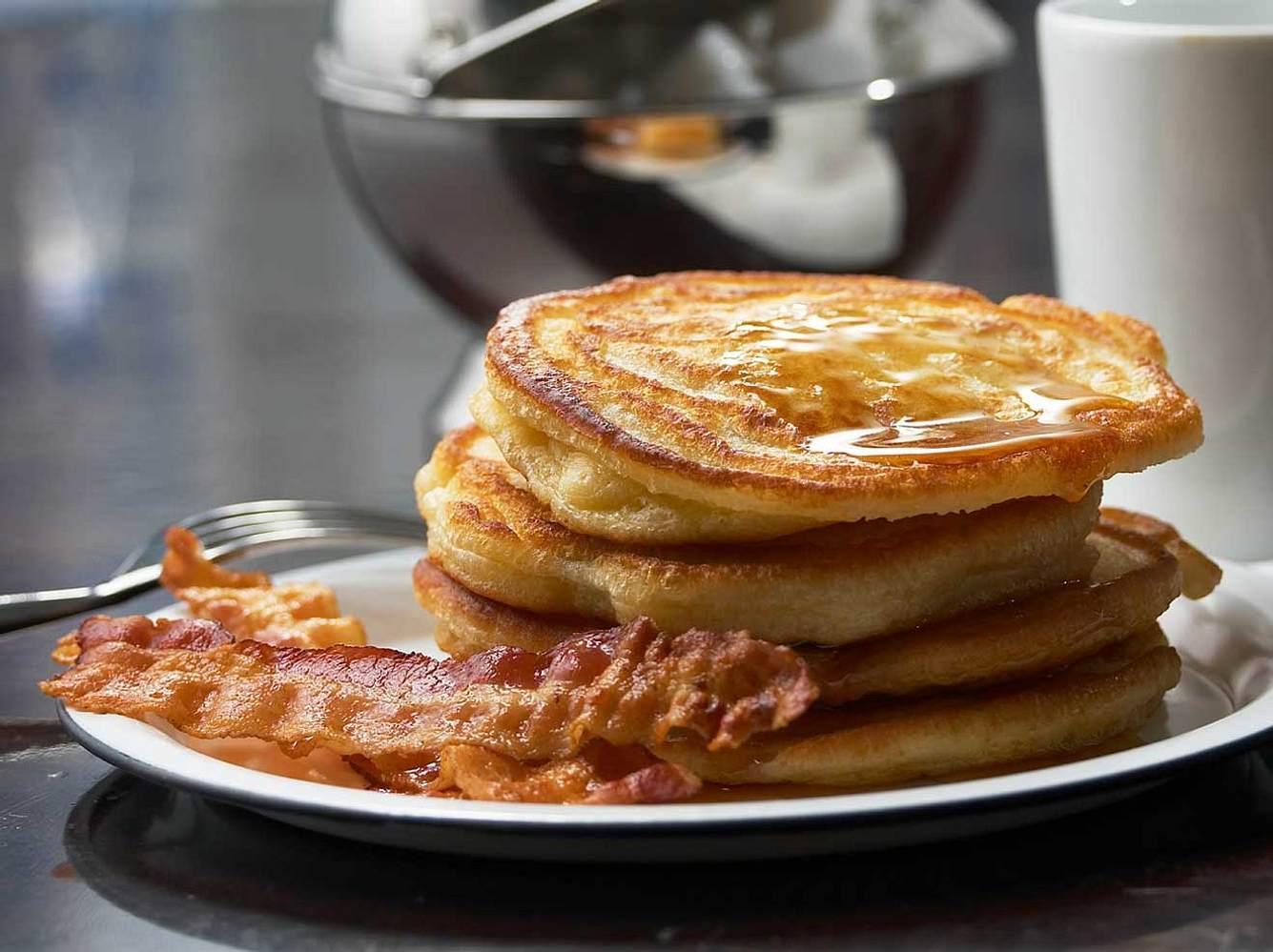 Buttermilchpfannkuchen sind schnell und einfach gemacht.