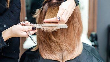 Der Choppy Bob erobert 2020 im Sturm! Wir verraten, was die neue Trendfrisur ausmacht und wem der Haarschnitt steht. - Foto: Istock/okskukuruza