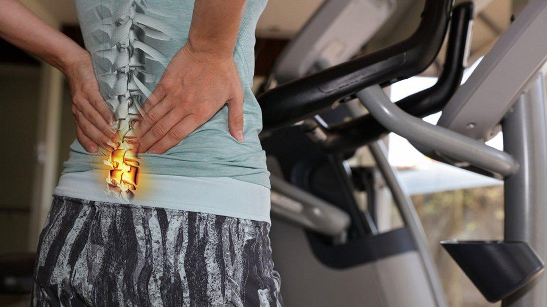 Chronische Rückenschmerzen dauern mindestens zwölf Wochen an. - Foto: Albina Gavrilovic/iStock