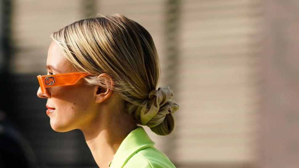Cord Knot Bun: So gelingt dir die sommerliche Trendfrisur in nur 2 Minuten! - Foto: Edward Berthelot/Getty Images