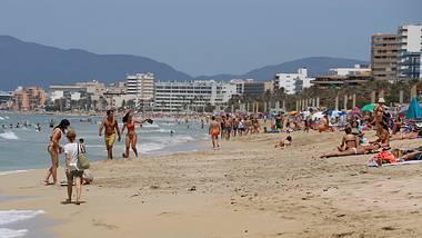 Corona-Regeln auf Mallorca: Verstöße kosten bis zu 5.000 Euro und Strände sind ab 22 Uhr gesperrt - Foto: Clara Margais/Getty Images
