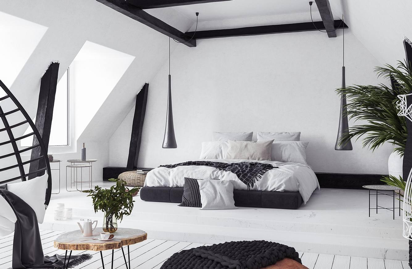Ein urban eingerichtetes Schlafzimmer mit Dachschräge und großer Fensterfront