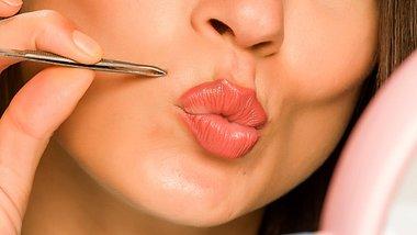 Damenbart entfernen - mit diesen Methoden geht es! - Foto: VladimirFLoyd/iStock