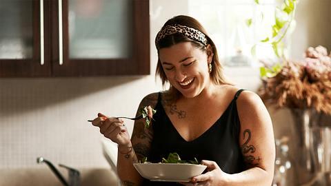 Mit dem DASH-Diät-Ernährungsplan und diesen Rezepten wirst du überschüssige Pfunde schnell und gesund los! - Foto: PeopleImages / iStock