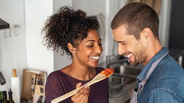 Für unsere Dating Ideen musst du das Haus nicht einmal verlassen. - Foto: iStock/Ridofranz