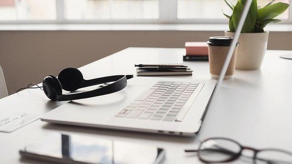 Dekoration im Home Office - Foto: iStock/Poike
