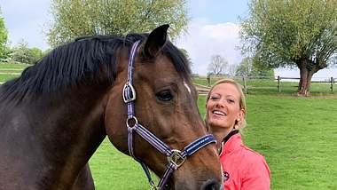 Bäuerin Denise sucht bei Bauer sucht Frau einen Partner. - Foto: TV Now
