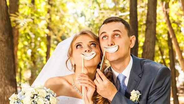 Wir haben hier die lustigsten und besten Hochzeitsspiele für deine Hochzeitsfeier! - Foto: iStock
