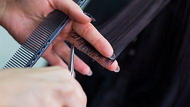Lust auf eine neue Frisur? Diese Looks sind im Frühling Trend. - Foto: petrenkod/istock