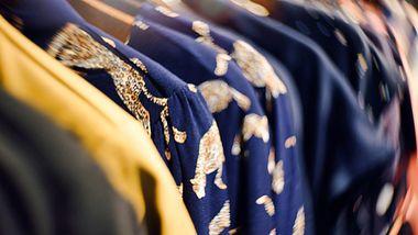 Diese 5 Kleider sind im Herbst & Winter 2020 angesagt - Foto: iStock/suteishi