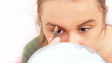 Diese Augenbrauenform passt zu dir. - Foto: iStock/photospower