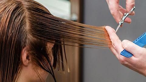 Diese 5 Frisuren sind im Sommer 2021 angesagt - Foto: iStock/okskukuruza