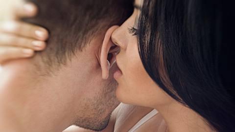 dirty talk sag mir was schmutziges tipps fuer besseren sex - Foto: iStock