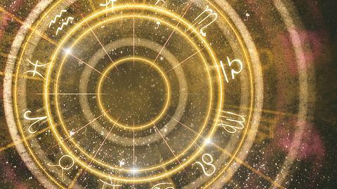 01.03. bis 07.03.2021: Drei Sternzeichen haben die beste Woche ihres Lebens! - Foto: peshkov / iStock