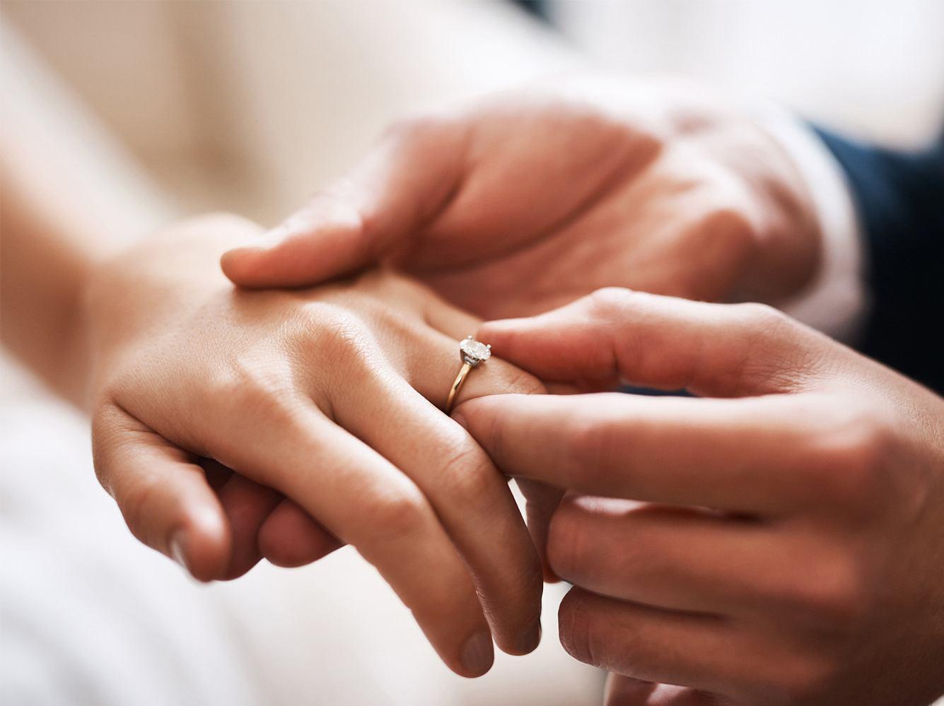 Die besten Beispiele und Inspirationen für dein Eheversprechen findest du hier!