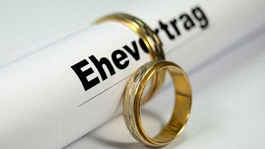 Für welche Paare ein Ehevertrag vor dem Ja-Wort sinnvoll ist, erfährst du in diesem Ratgeber. - Foto: iStock