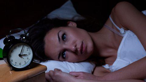 Einschlafprobleme: Fehler vor Schlafengehen - Foto: iStock