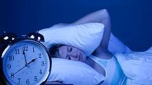Wir verraten, warum bei Einschlafstörungen deine Sorgen nachts wirklich größer sind als tagsüber. - Foto: iStock