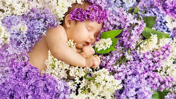 Elbische Namen: Die 20 schönsten Babynamen mit mystischer Bedeutung aus Mittelerde - Foto: inarik/iStock