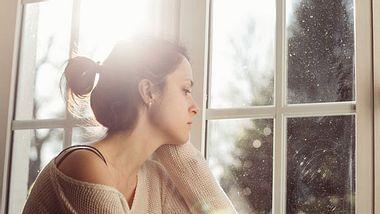 Diese Fragen helfen dir herauszufinden, ob du noch an deinem Ex hängst. - Foto: iStock
