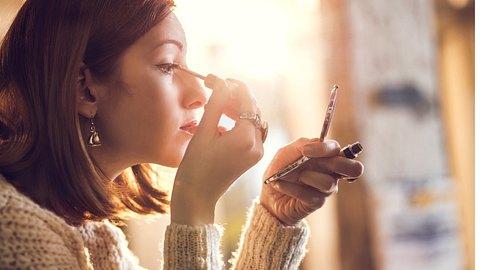 Die häufigsten Eyeliner-Fehler - Foto: skynesher/iStock