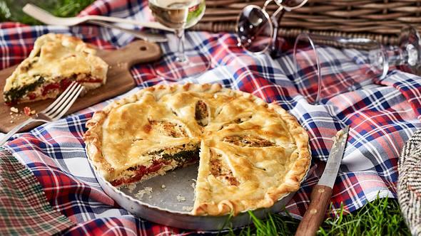 Dieser Gemüse-Pie ist komplett vegetarisch. - Foto: House of Food / Bauer Food Experts KG
