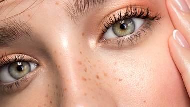 Fake Freckles: Mit diesen 5 Tipps kannst du dir falsche Sommersprossen schminken! - Foto: svetikd/iStock