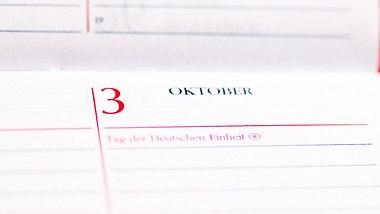 Wegen Feiertagen am Wochenende: Politiker fordern Corona-Bonus - Foto: iStock/dstaerk