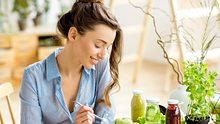 Ein Salat gehört zur Ernährung bei Symptomen einer Fettleber dazu