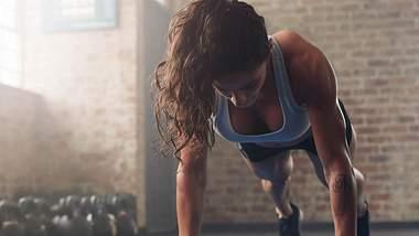 Fitness-Challenge: In 30 Tagen den ganzen Körper in Topform bringen - Foto: iStock/ jacoblund