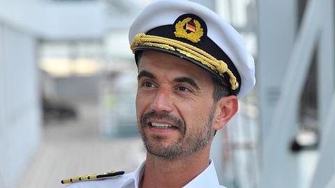 Florian Silbereisen bleibt Kapitän des Traumschiffs. - Foto: ZDF und Dirk Bartling.