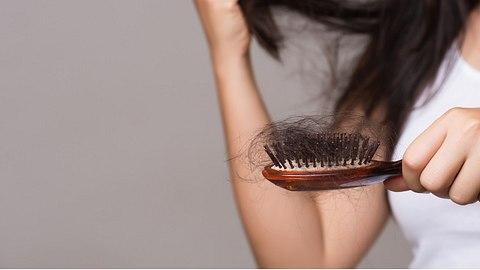 Was tun gegen Haarausfall. - Foto: spukkato/iStock