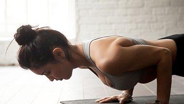 Freeletics für Anfänger: Tipps für Übungen und Trainingspläne - Foto: iStock/ fizkes
