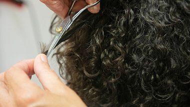 Diese 3 Frisuren für lockige Haare sind gerade total angesagt! - Foto: Istock / NicolasMcComber