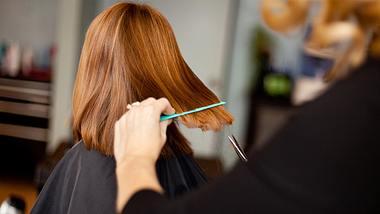 Frisuren für dünnes Haar: Diese Haarschnitte sind echte Volumen-Wunder - Foto: ideabug/istock