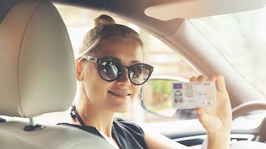 Führerschein-Umtausch: Kosten, Fristen & Pflichten im Überblick - Foto: ronstik / iStock
