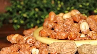 Gebrannte Erdnüsse sind ganz einfach selber zu machen. - Foto: iStock / gabrielabertolini