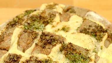 Mit Käse, Schinken oder Gemüse gefüllt - ein gefülltes Brot schmeckt allen. - Foto: Wunderweib