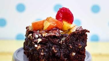 Wie lecker Gemüsekuchen sein können, zeigt dieser Zucchini-Brownie. - Foto: Food & Foto, Hamburg