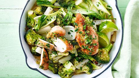 Unsere Gemüsepfanne mit Feta und Hähnchen ist lecker, leicht und gesund. - Foto: House of Food / Bauer Food Experts KG