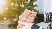 Über diese selbst gemachten Geschenke freut sich Opa zu Weihnachten - Foto: jeshoots/unsplash