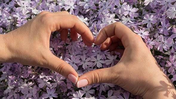 Geschenke zum Valentinstag selber machen ist einfach und viel schöner als etwas Gekauftes! - Foto: iStock