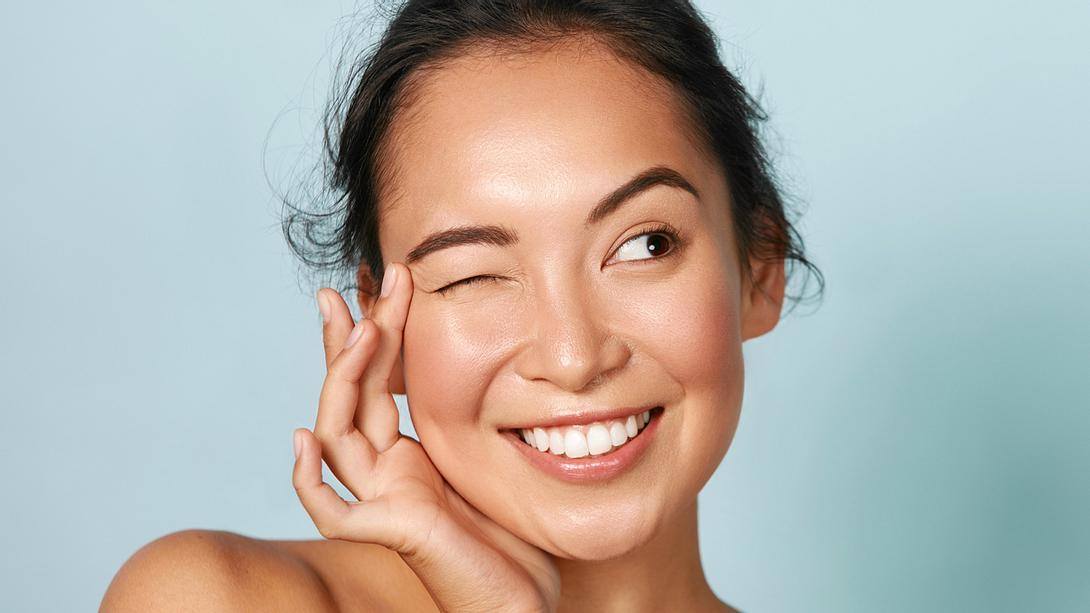 Gesichtshaut straffen: 4 Massage-Tricks gegen Falten und schlaffe Haut - Foto: puhhha/iStock