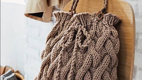 Anleitung: Gestrickte Handtasche mit Zopfmuster - Foto: Deco & Style