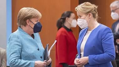 Familienministerin Franziska Giffey bittet Merkel wegen ihrer Doktorarbeit um Entlassung - Foto: IMAGO / photothek