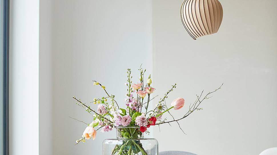 Glasvasen dekorieren - Foto: iStock/2K Studio
