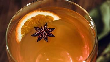 Glühbier ist eine wunderbare Alternative zu Glühwein. - Foto: iStock / D-Keine