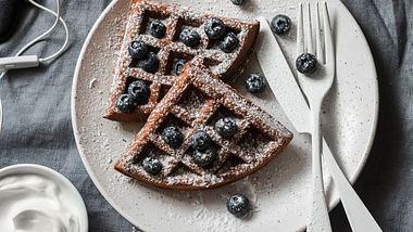 Buchweizenmehl ist ideal für glutenfreie Waffeln. - Foto: OksanaKiian/iStock