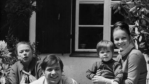 Die Ehe von Götz George und Loni von Friedl endete nicht im Guten: Loni zog eine bittere Bilanz... - Foto: IMAGO / ZUMA/Keystone